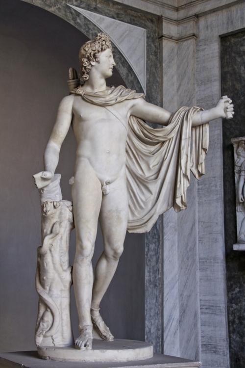 статуя Аполлона в музее Ватикана